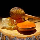 Golden honey — Stock Photo