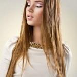 Welldressed dunkel Blondes Mädchen — Stockfoto #19112975