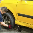 Changing Car Tire — 图库照片