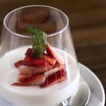 Strawberry dessert — Stock Photo #42579613
