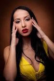 Ragazza in abito giallo — Foto Stock