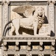 Satue of the saint mark lion pazzia san marco saint mark place in the beautiful city of venice in italy — Foto Stock