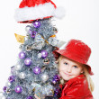Little girl preparing christmas tree — Foto de Stock