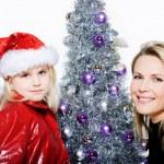 pequeño árbol de Navidad preparación chica — Foto de Stock