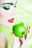 Woman portrait eating an apple — Stock Photo