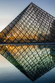 Pyramid of Le Louvre paris city France — Stock Photo