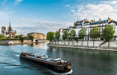 Peniche seine river paris city France — Zdjęcie stockowe