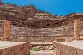 Romerska teatern arena i nabateanska staden petra i jordanien — Stockfoto