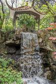 Wasserfall in fuxing park shanghai china — Stockfoto