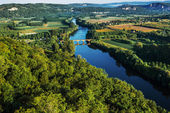 Medevial bridge over the dordogne river — Stock Photo