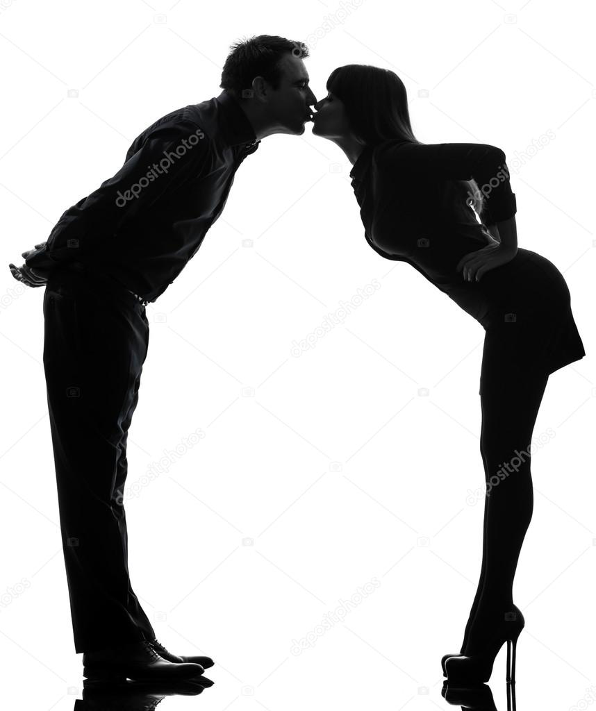 Paar Frau Mann küssen voller Länge silhouette — Stockfoto ...