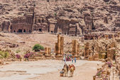 The Hadrien Gate roman avenue in nabatean city of petra jordan — Stock Photo