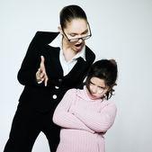 Kvinna barn konflikt dipute problem — Stockfoto