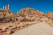 Roman avenue in nabatean city of petra jordan — Stock Photo