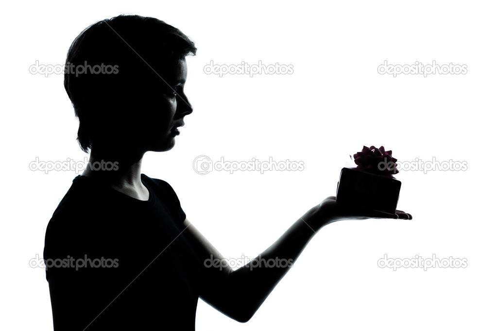 Una joven adolescente chico o chica ofreciendo presentes - Regalos chico joven ...