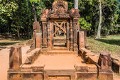 Banteay Srei hindu pink temple cambodia — Stock Photo
