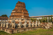 Chedi surrounded lion statues — Stock Photo