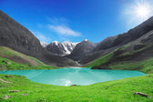 The beautiful mountain lake — Stock Photo