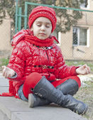 Little girl in lotus position. — 图库照片
