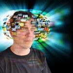 technologie televisie man met afbeeldingen — Stockfoto