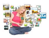 Smart telefon ansökan textilen flicka — Stockfoto