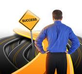 Hombre de negocios de decisión buscando en camino de éxito — Foto de Stock