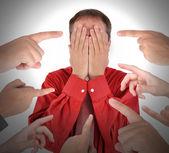 Zakenman houden idee gloeilamp — Stockfoto