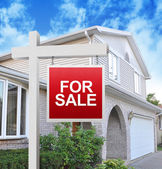 Nieruchomości dom w ręce — Zdjęcie stockowe