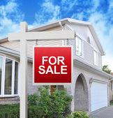 Onroerend goed huis in handen — Stockfoto