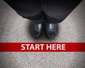 Affärsman på startlinjen väg väg — Stockfoto