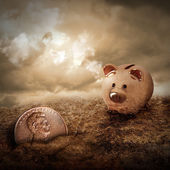 Lucky Piggy Bank Finds Lost Penny in Dirt — Stock Photo
