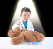 Child Doctor and Teddy Bear Checkup — ストック写真