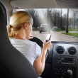 Woman Texting on Phone and Driving Car — Stockfoto