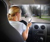 Woman Texting on Phone and Driving Car — Stock fotografie