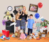 Stressed Mother with Wild Children in Messy House — Stockfoto