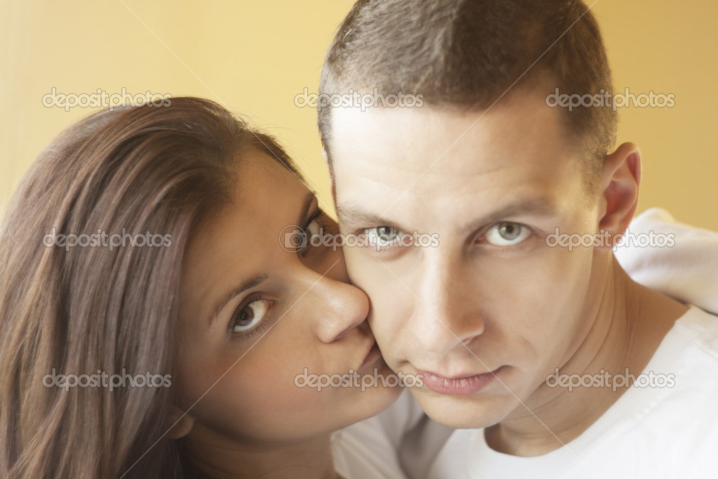 Guy with pretty woman, happy couple, very close face — Stock Photo #16225831