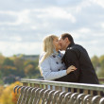 Romantic couple kissing in autumn park — Stock Photo