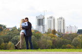 Happy couple kissing — Foto Stock