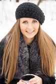 Portret ciemny blond kobieta młody — Zdjęcie stockowe