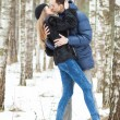 Happy Young Couple in Winter — ストック写真
