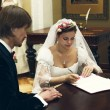 The bride and groom sign the marriage contract — Foto Stock