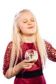 Linda loira comendo a sobremesa — Fotografia Stock
