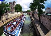 Rivière de la seine près de notre-dame — Photo