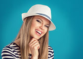 Summer girl in hat — Stock Photo