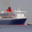 Queen Mary 2 entering the harbor — Foto Stock