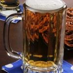 Mug of beer and pretzels — Stock Photo
