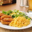 Chicken with macaroni and cheese — Stock Photo
