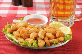 Popcorn shrimp with beer — Stock Photo