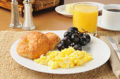 Scrambled egg breakfast — Stock Photo