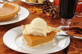 Pumpkin pie and mulled wine — Stock Photo